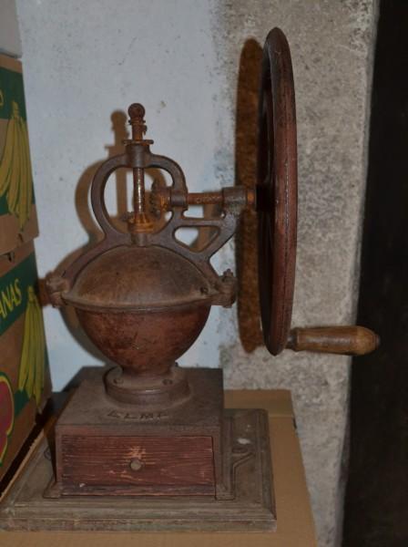 Ancien MOULIN A CAFE en fonte Elma