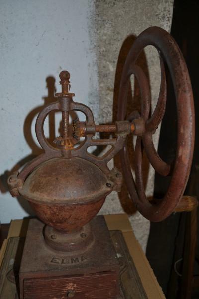 ancien moulin à café en fonte Elma